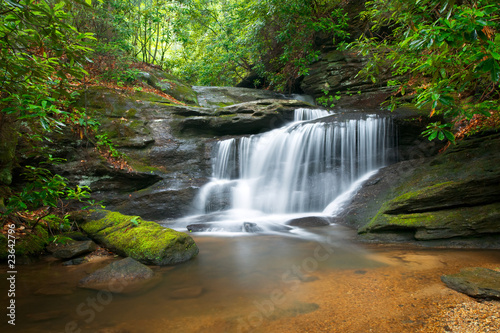 Foto op Plexiglas Watervallen Waterfalls Peaceful Nature Landscape in Blue Ridge Mountains