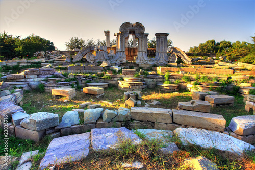 Fotografia Ancient ruins at yuanmingyuan in Beijing