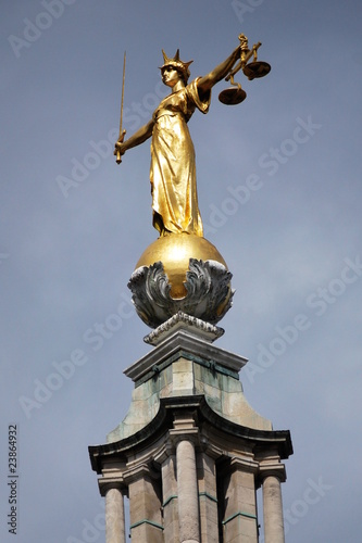 Photo  Golden Statue of Justice on the Old Bailey Courthouse, London