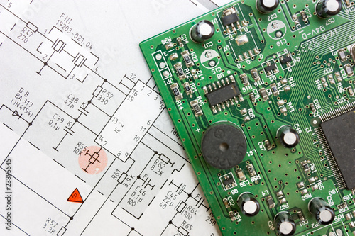 Fotografía  schematic diagram  and electronic board