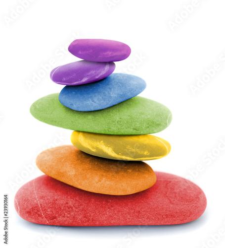 teczowe-kamienie-zen-kolorowy-stos-czerwony-pomaranczowy-zolty-zielony-niebieski-fioletowy
