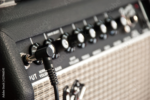 Canvas guitar amplifier