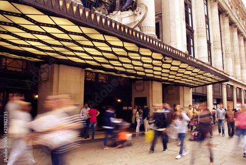 Photo  London Shoppers