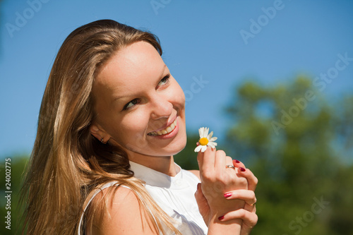 Foto op Aluminium Kasteel Young woman with camomile