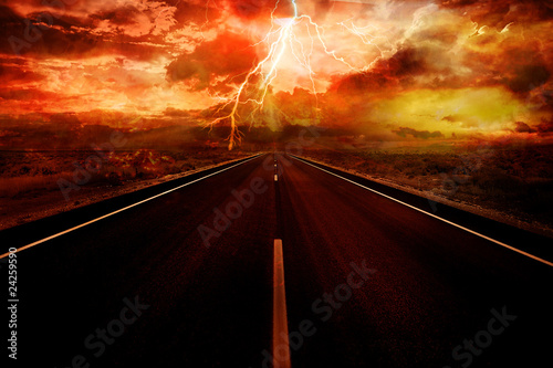 Photo Lightning strike in the darkness