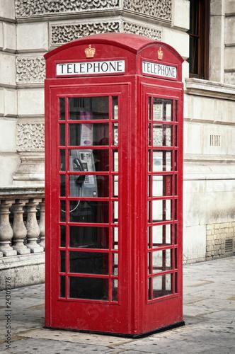 tradycyjny-stary-styl-uk-czerwony-telefon-pole-w-londynie
