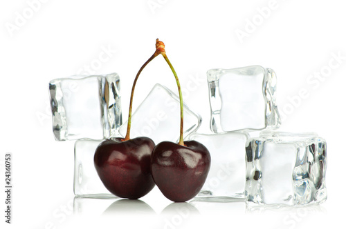 Poster Dans la glace Cherry and ice cubes isolated on white background