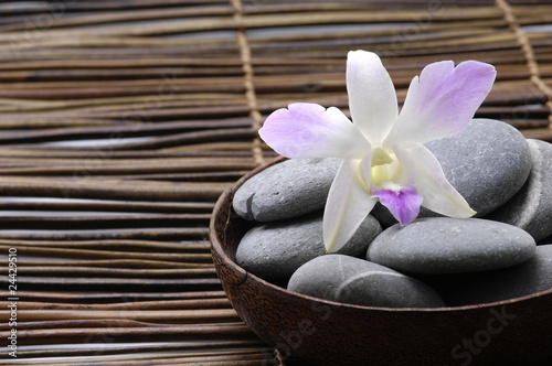 Poster Spa Purple orchids in wooden bowl