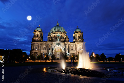 Poster de jardin Pleine lune the Berliner Dom in the night in Berlin