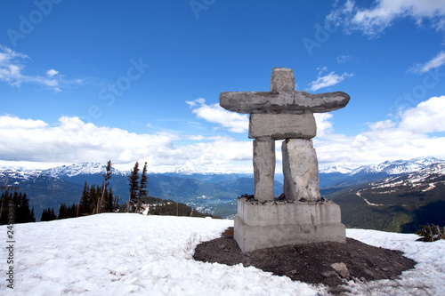 Spoed Foto op Canvas Canada Whistler Peak inukshuk with snow and mountains