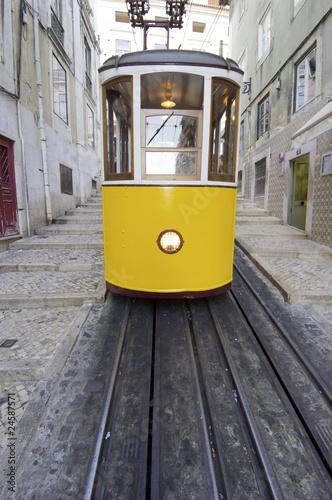 Obraz tramwaj  zolty-tramwaj-w-lizbonie