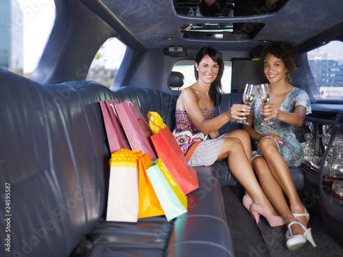 Photographie  women drinking wine in limousine