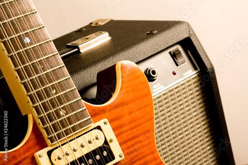Fotografía electric guitar and amplifier