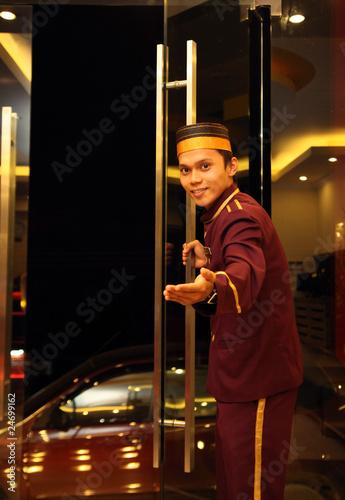 Cuadros en Lienzo bell boy at hotel