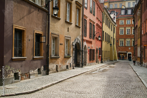Fototapeten Schmale Gasse Tenement house at Warsaw's Old City