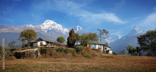 Staande foto Nepal Traditional Nepal Homestead in the mountains