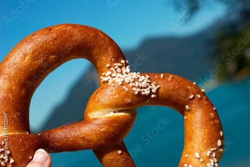 Obraz na płótnie pretzel in the hand