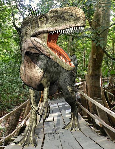 monolofozaur-zagubiony-w-lesie