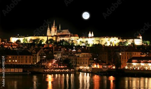 In de dag Volle maan The magnificent Prague Castle