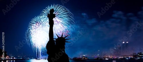 Photo  The Statue of Liberty and July 4th firework