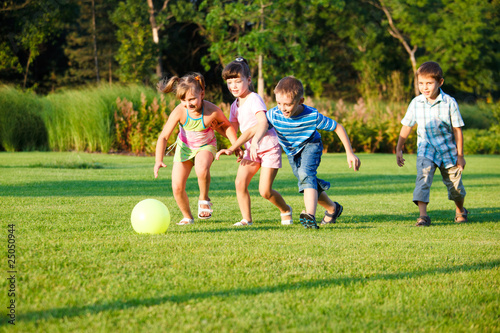 Kids with ball © 2xSamara.com