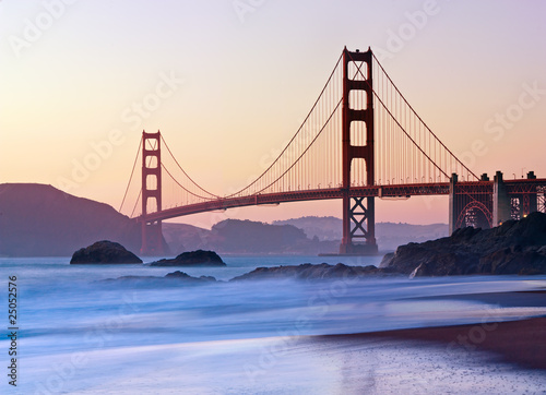 Photo  San Francisco's Golden Gate Bridge at Dusk