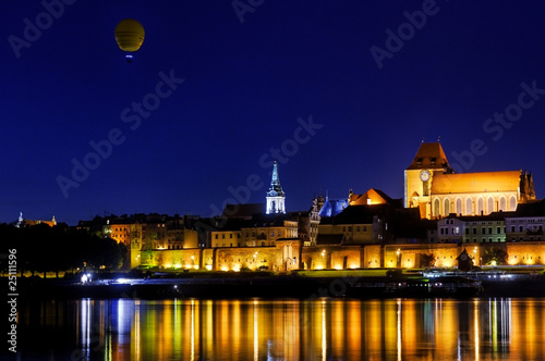 torun old city with balloon