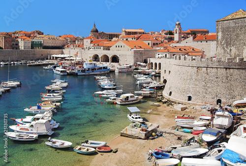 Photo Stands Ship Dubrovnik harbor