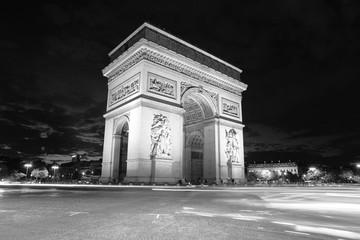 Fototapeta na wymiar monument de nuit