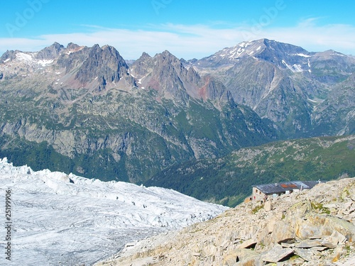Fotografie, Obraz  Refuge au bord du glacier