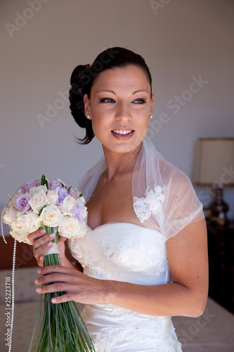 Sposa Con Bouquet.Sposa Con Bouquet Buy This Stock Photo And Explore Similar