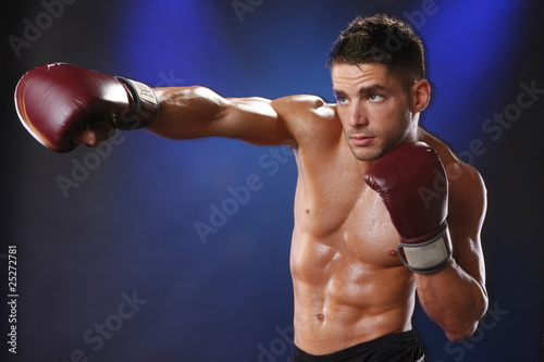 Photo  Action boxer in training attitude