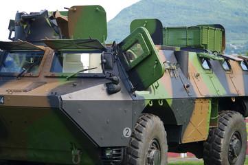 Fototapeta Militaria véhicule militaire blindé