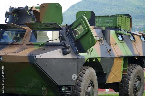 véhicule militaire blindé - 25315718