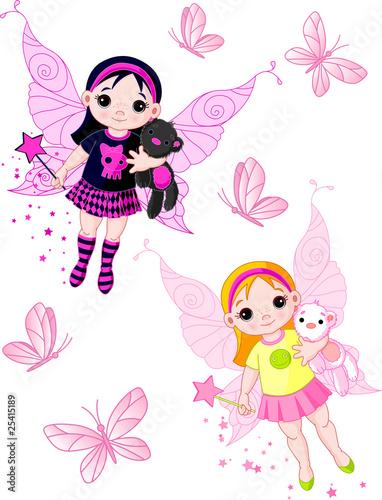 male-wrozki-latajace-z-motylami