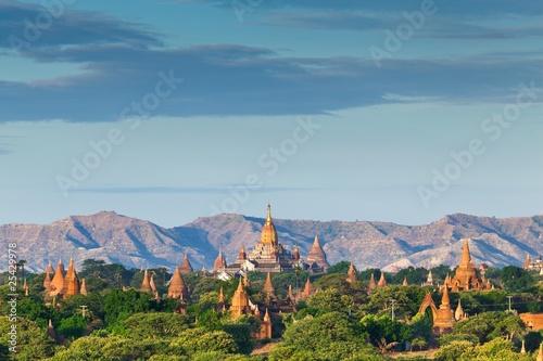 The Temples of bagan at sunrise, Bagan, Myanmar фототапет