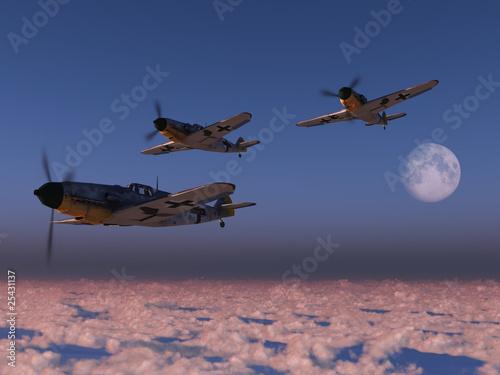 Fotografija  High altitude WWII fighter planes.