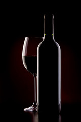 glas of red wine and bottle
