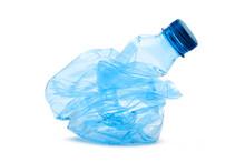 Bottiglia Di Plastica Schiacciata Su Fondo Bianco