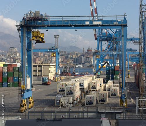 Photo  Le gru del porto di Genova