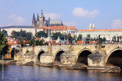 Carta da parati Summer Prague gothic Castle with the Charles Bridge
