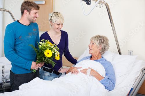 Foto besuch im krankenhaus