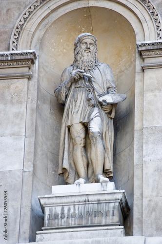 Photo  Leonardo Da Vinci statue