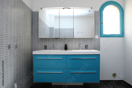 Salle de bain grise et bleu turquoise - Buy this stock photo and ...