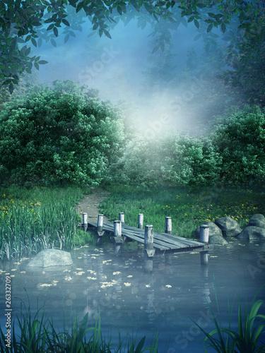 Niebieska sceneria z jeziorem i kładką - 26332709