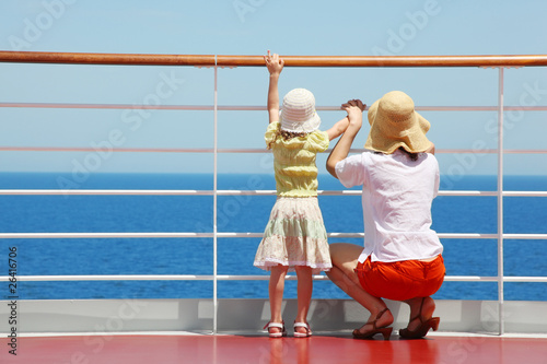 Fotografie, Obraz  behind mother and her daughter standing on deck of yacht
