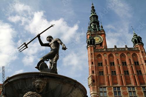 fontanna-neptuna-i-ratusz-w-gdansku-polska