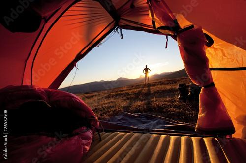 Foto op Canvas Kamperen Sonnenaufgang im Zelt in Lappland