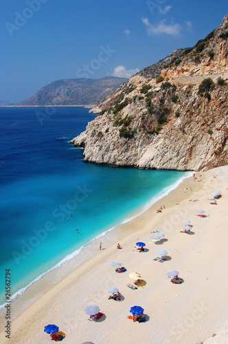 Poster Turquie Amazing blue water on small beach along coast of Turkey