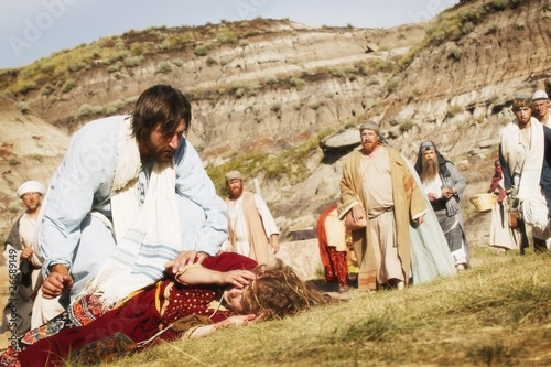 Canvas Print Crowd Watches As Jesus Helps Person Lying On Ground